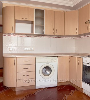 Небольшая угловая кухня с радиусным фасадом постформинг, для хрущевки или девятиэтажек ранних серий.