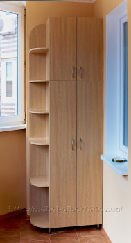 Шкаф для балкона с открытой угловой секцией.