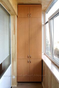 Шкаф на балконе в сталинке.