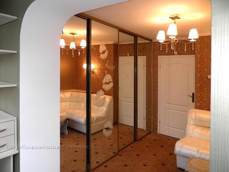 Встроенный шкаф-купе для подростковой комнаты