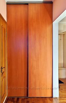 Встроенный шкаф с раздвижным фасадом