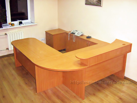 Офисный стол для секретаря